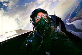 Steve Raymer flying in a US Air Force F-16 fighter jet